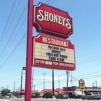 Photo taken at Shoney's by Soul Khan on 6/15/2013