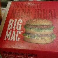 Foto tirada no(a) McDonald's por Rafael N. em 10/20/2012