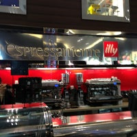 Photo taken at Espressamente Illy by Debbie on 3/25/2013