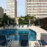 Foto tomada en Holiday Inn por Valcene A. el 1/6/2013