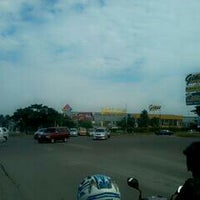 Photo taken at Perempatan Giant Hypermart - German Centre by brian w. on 6/7/2013