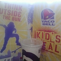 Photo taken at Taco Bell by Yadi M. on 9/16/2012