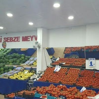 Photo taken at Dişli Sebze Meyve Halk Pazari by Mücahit G. on 6/4/2016