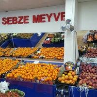 Photo taken at Dişli Sebze Meyve Halk Pazari by Mücahit G. on 2/6/2016
