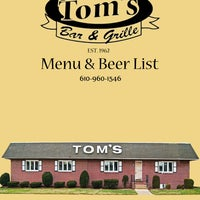 Photo taken at Tom's Bar & Grille by MoL on 10/29/2013