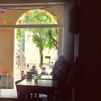 Foto scattata a Chelo Café & Zumo da Wero E. il 10/17/2015
