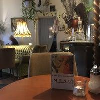Das Foto wurde bei CAFÉ gestern, heute & morgen von laurie b. am 8/12/2017 aufgenommen