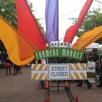 Photo prise au Ballard Farmer's Market par Kevin M. le5/19/2013