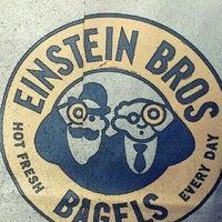 Foto tomada en Einstein Bros Bagels por Casey D. el 4/13/2013