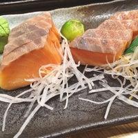 Photo taken at Sakae Sushi by Charmaine G. on 11/19/2014