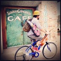 Das Foto wurde bei South Congress Cafe von Jc F. am 4/26/2013 aufgenommen