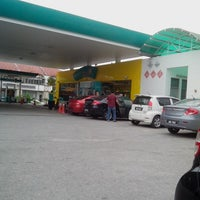Photo taken at Petronas Sg Buloh Country Resort by Mohd Y. on 12/28/2013