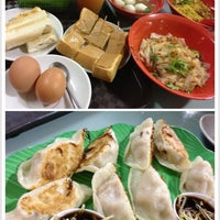Photo taken at Toa Payoh Lorong 8 Market & Food Centre by Shirley K. on 12/5/2012
