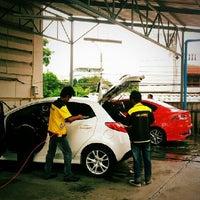 Photo taken at Mazda SimeDarby Srinakarin by คาร์แลค รัตนาธิเบศร์ on 6/11/2013