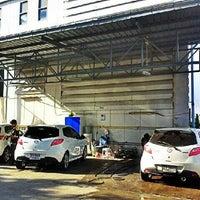 Photo taken at Mazda SimeDarby Srinakarin by คาร์แลค รัตนาธิเบศร์ on 6/8/2013