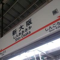 Photo taken at JR新大阪駅 21-22番線ホーム by Katuyuki K. on 7/15/2013