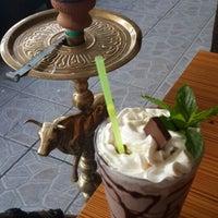 6/28/2013 tarihinde Buse G.ziyaretçi tarafından Ari Antik Nargile Cafe'de çekilen fotoğraf