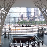 Photo prise au Brookfield Place par Angela K. le7/19/2014