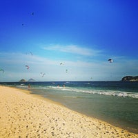 Foto tirada no(a) Praia do Pepê por Alexandre C. em 2/18/2013