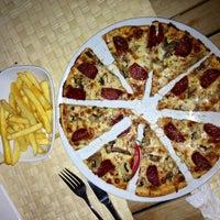 Photo taken at Pizza King - Kuşadası by Özsevvv❤️ on 8/28/2013
