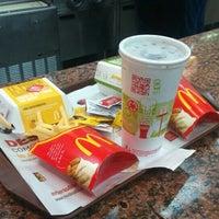 Foto tomada en McDonald's por Arabella Lucia V. el 5/2/2015