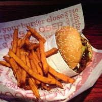 Photo taken at Red Robin Gourmet Burgers by Kay T. on 5/24/2013