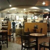 9/22/2012 tarihinde Ömer B.ziyaretçi tarafından Starbucks'de çekilen fotoğraf