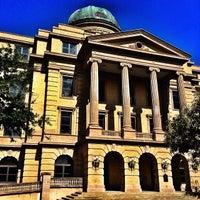 Das Foto wurde bei Academic Building von Fernando G. am 10/8/2013 aufgenommen