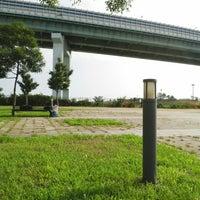 Photo taken at 尼崎の森中央緑地 by Yasushi O. on 8/17/2014