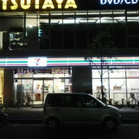 Photo taken at 7-Eleven by Yasushi O. on 10/27/2013