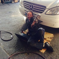Photo taken at ŞAHİN LUXRY AUTO SERVİCE by Gorky on 3/25/2015