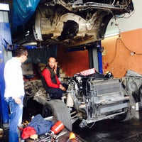 Photo taken at ŞAHİN LUXRY AUTO SERVİCE by Gorky on 4/3/2015