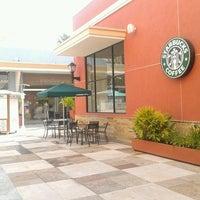Foto diambil di Starbucks oleh .·.Kalid K. pada 4/1/2013