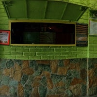 Photo taken at Oasis: Jugos y Licuados by Guille P. on 1/21/2015