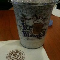 Photo taken at The Coffee Bean & Tea Leaf by Taridha on 8/3/2013