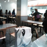 Photo taken at Chipotle Mexican Grill by Kia B. on 11/25/2012