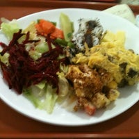 Photo taken at Restaurante Cogumelos (Buffet a peso) by Luis V. on 10/4/2012