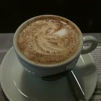 Foto tirada no(a) Seven Wonders Café por Luis V. em 11/1/2012