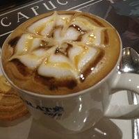 Photo taken at Garat Café Reforma by Hanzel Carlos on 4/7/2013