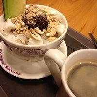Photo taken at COFFINE GURUNARU by Jinah R. on 10/3/2012