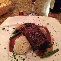 Das Foto wurde bei Chez Simo Bistro von Emily B. am 10/22/2013 aufgenommen