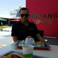 7/22/2015 tarihinde Burak Oğuz M.ziyaretçi tarafından Big Bang Burger'de çekilen fotoğraf