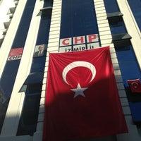 Photo taken at Cumhuriyet Halk Partisi İzmir İl Başkanlığı by Ahmet B. on 9/2/2013