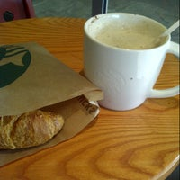 Photo taken at Starbucks by Rocío L. on 8/29/2013