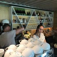 Das Foto wurde bei Cargo Coffee + Vegetarian Food von Markus . am 9/3/2017 aufgenommen