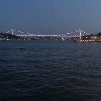 Foto tirada no(a) Yeniköy Sahili por Sema G. em 7/27/2013
