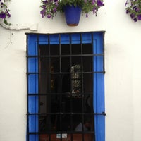 Foto diambil di Casa Pepe de la Judería oleh David L. pada 4/14/2013