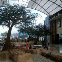 Foto tomada en Centro Comercial Cacique por Jenny B. el 12/2/2012