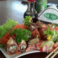 Foto tirada no(a) Sakae Sushi por Valter C. em 11/29/2012