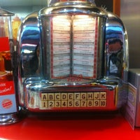 Photo taken at Ed's Easy Diner by Candan on 11/30/2012